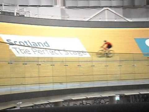 Steven KIRK riding the Sir Chris Hoy Velodrome (1)
