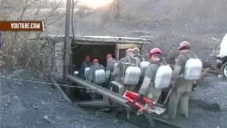 Три горняка погибли в копанке на оккупированной территории(Как минимум три горняка погибли в результате обрушения горной породы на нелегальной частной шахте в селе..., 2016-10-27T19:59:53.000Z)