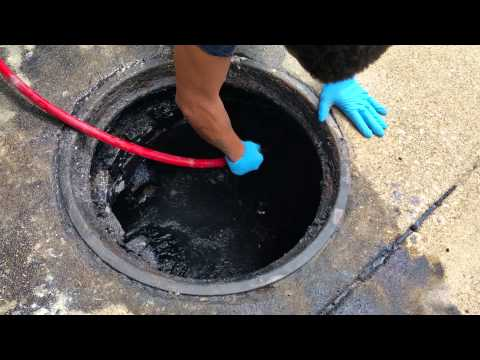 Hydro jetting a sewer man hole. Flo Maxx 773 297 2479