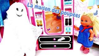 Skipper joue avec Evi. Barbie est partie. Vidéo en français pour enfants.