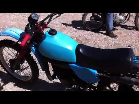 1977 Yamaha IT 175 & ** starting the dirt bike with my hand!! ** it175