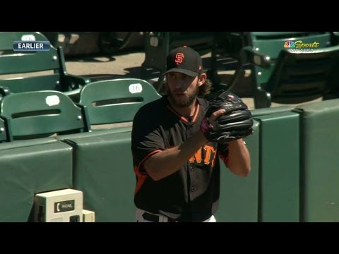 MIN@SF: Bumgarner throws 30 pitches off the mound