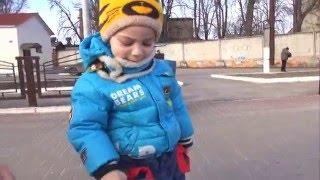Влог Гуляем на станции Видео поезда детям /Клеем наклейки на мотоцикл(Влог Гуляем на станции Видео поезда детям /Клеем наклейки на мотоцикл., 2016-03-29T14:58:14.000Z)