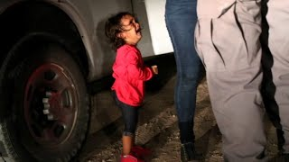 Getty photographer talks about iconic photo of young girl crying at border