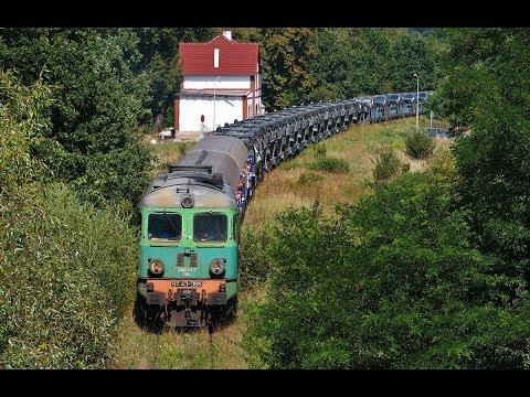 Rolująca lokomotywa ST43-365 na czele transportu wojskowego i niezadowoleni żołnierze