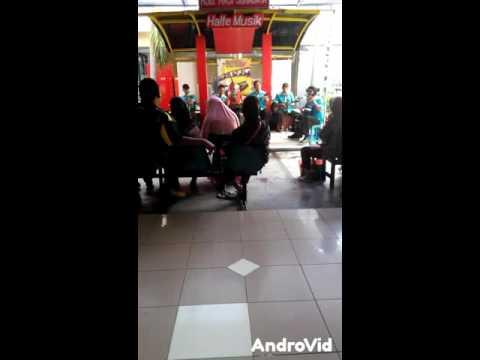 Live music! Halte musik @RSU Haji Surabaya