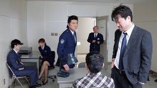 城西警察署の取調室では、窃盗事件の容疑者・島田(山本浩司)の取り調...