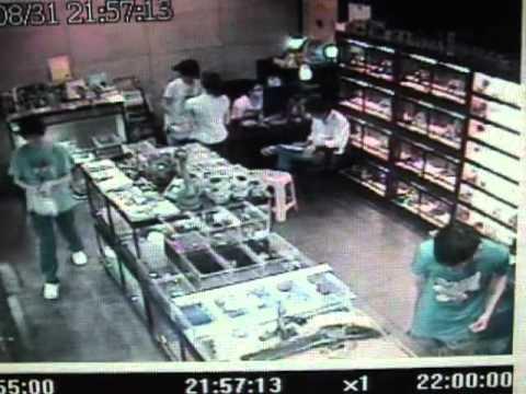 水手兩棲爬蟲館 烏龜被竊~~ 此人為幹龜哥是也~~ - YouTube