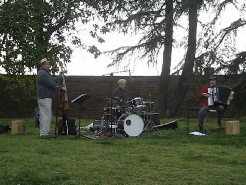 """Happy Lucky Combo playing """"Work"""" at Sabot at Stony Point School on April 5, 2012"""