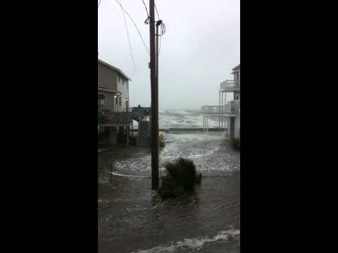 CT NEWS JUNKIE | Point Beach, Milford - Irene early on