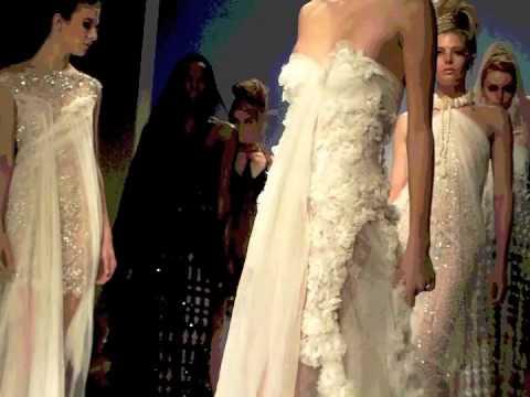 3d19e7538410 Modaonlive - Alta Roma - Marella Ferrera PE 2010 - YouTube