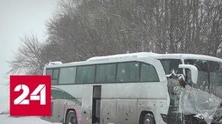 Водители автобуса уже неделю живут на месте ДТП - Россия 24