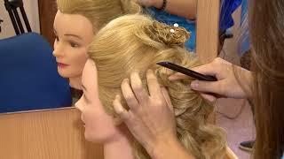 В день парикмахера саратовские студенты крутят друг другу кудри