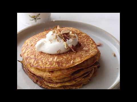 Easy Flourless Carrot Cake Yogurt Pancakes!