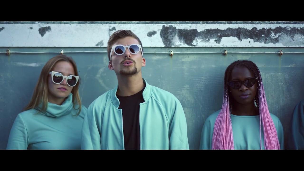 Download Capta - Diferente (music video)