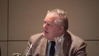 Raadslid Wim van Krimpen PvdA Alblasserdam licht motie LHBTI-beleid toe