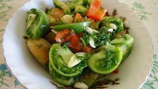Вкусный салат с зелёными помидорами.