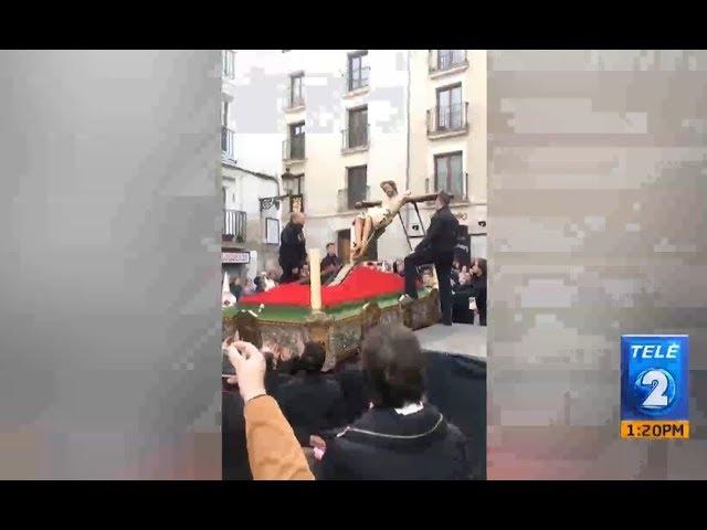 """España: La imagen de """"El Cristo de las Gotas"""" del municipal de Burgos se cae en plena procesión"""