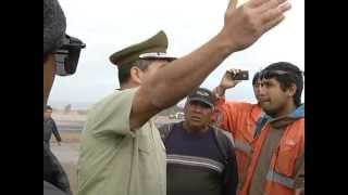 Con retroexcavadora trabajadores en paro de Skanska enfrentaron a Carabineros