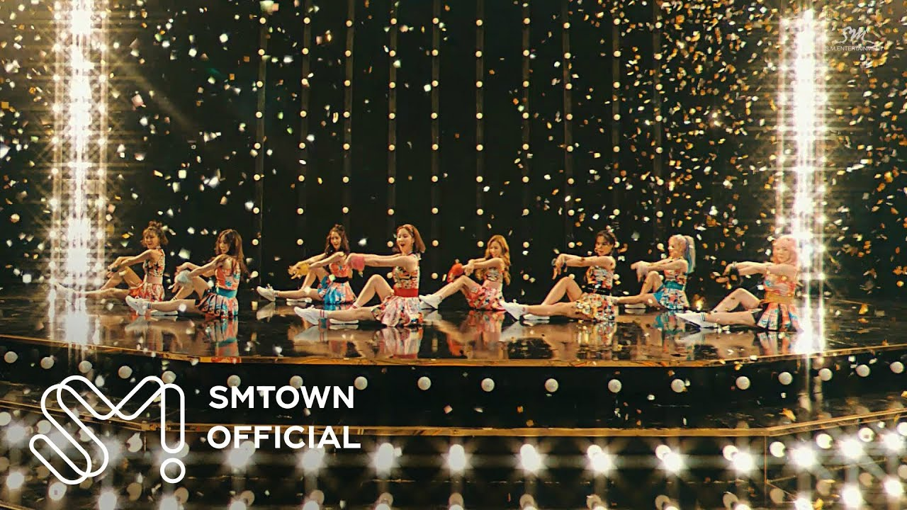 Girls' Generation 소녀시대 'Holiday' MV