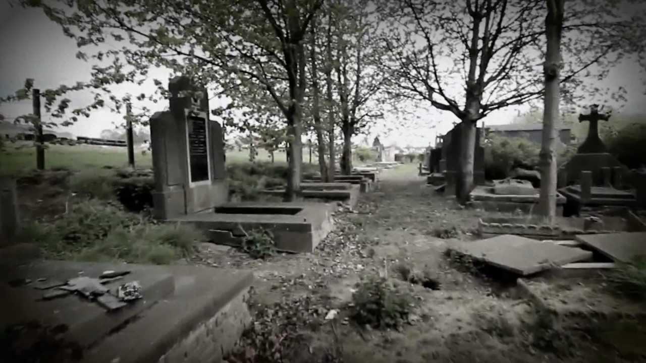 Un cimetière du XIXème siècle découvert dans un bois Maxresdefault