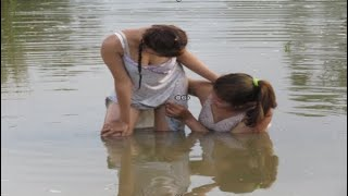 Amazing Fishing at Battambang   Beautiful Girl Fishing by hand   How To Catch Fish  02