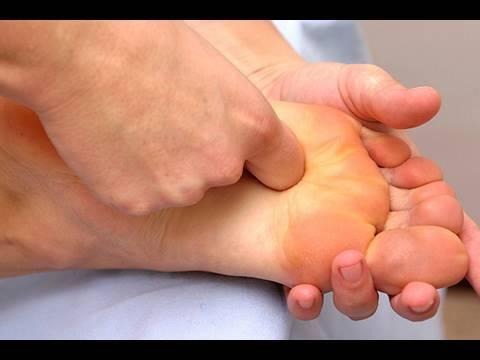 """Fußmassageroller """"Fußreflexzonen anregen"""" im Vergleich"""