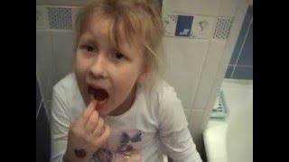 Катя ждет маму. Выпали зубы 2008 год.(, 2016-05-18T08:34:03.000Z)