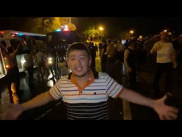 Polis parlamentin qarşısındakı izdihamı dağıtmağa çalışır - MeydanTV