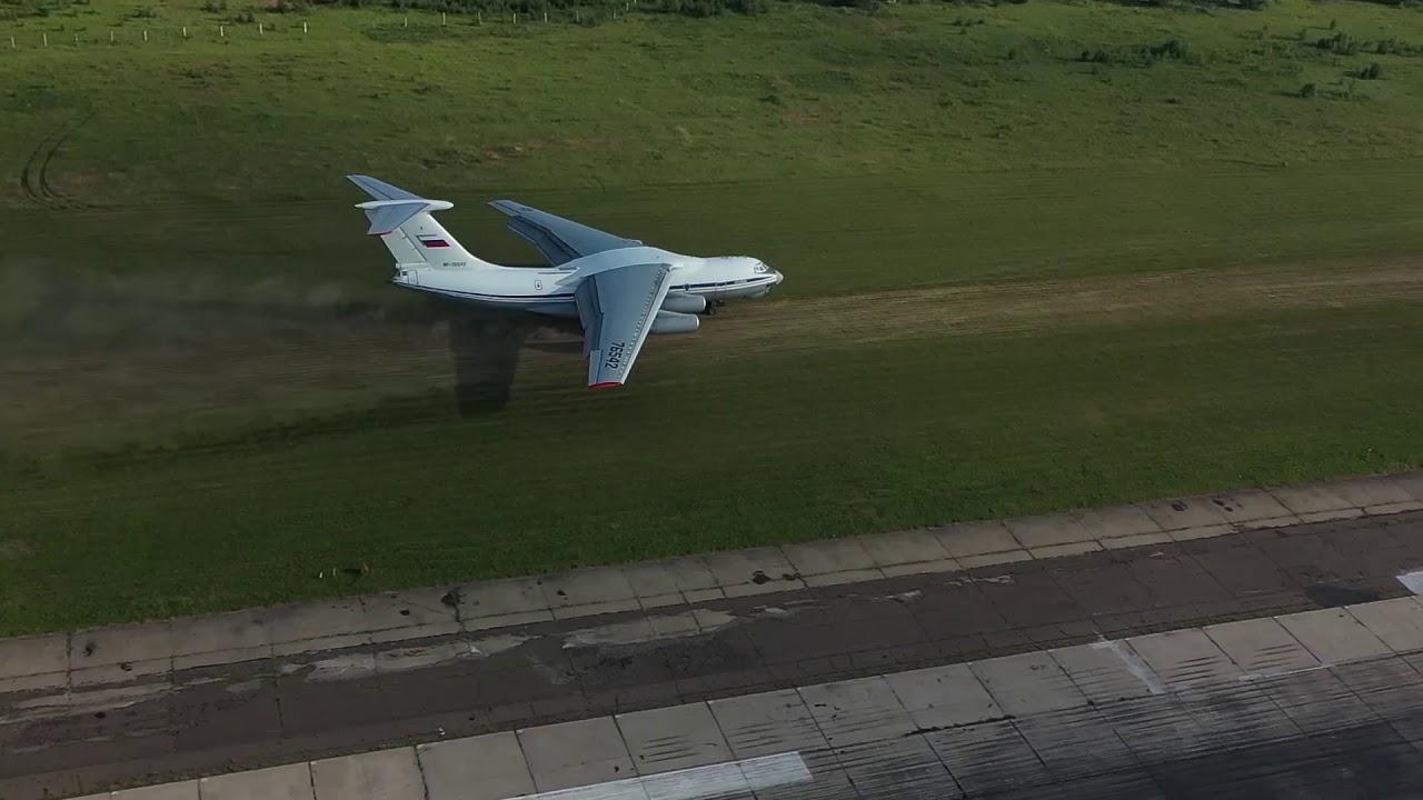 Посадка на грунт Ил-76МД во время учений в Тверской области