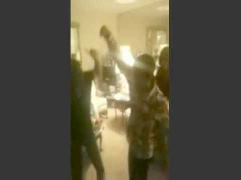 GrandMa M-Bone Does The Dougie