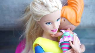 LOL SURPRISE DOLLS Go To Swimming Lessons From BARBIE And Cutie Gets Scared Of Water!