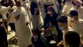 مضاربة بين بنات وشباب متحرشيين في يو ووك بالرياض ومطاردة رجال الامن لهم