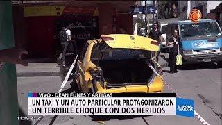 Tremendo choque entre auto y taxi