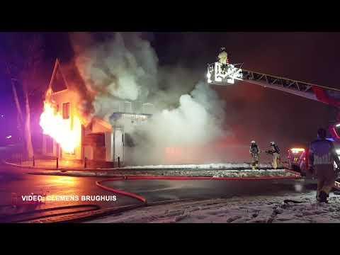 Zeer grote uitslaande brand bij restaurant in Geesteren