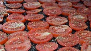 Видео-рецепт.Вяленые помидоры в домашних условиях.(Ингредиенты: спелые помидоры оливковое масло растительное масло чеснок приправы итальянской кухни соль..., 2014-08-29T12:03:36.000Z)