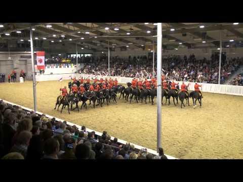 2. Teil Der Musical Ride von Royal Canadian Mounted Police