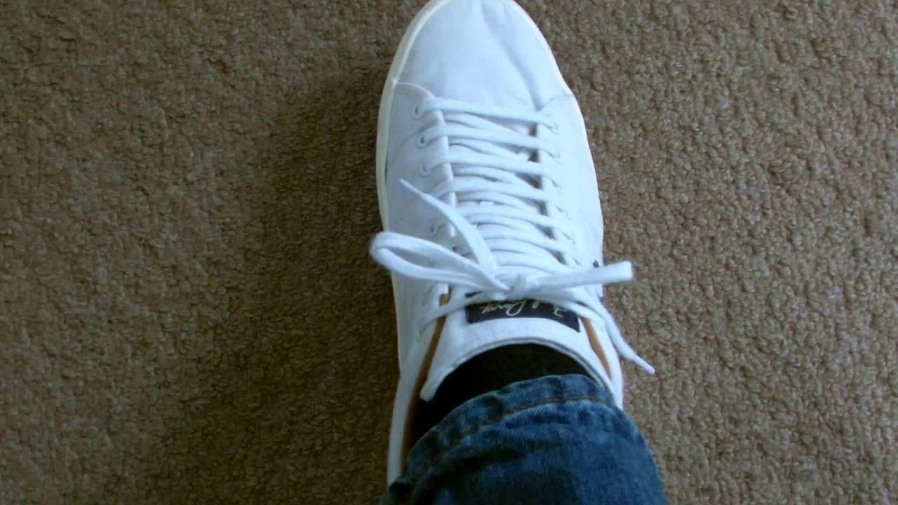 a61c5338636043 How To Tie Your Shoe Laces So They Don t Come Undone Until You Want Them  To! - YouTube