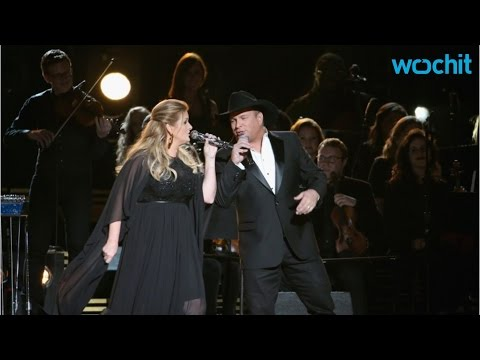 Garth Brooks And Trisha Yearwood Pay Tribute At 2016 CMAs