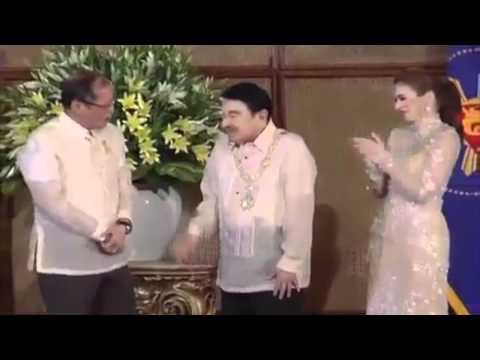 Dolphy receives award from Pres. Benigno Aquino III