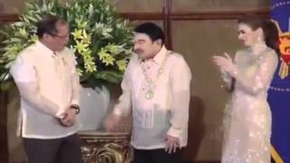 Dolphy receives award from Pres. Benigno Aquino III