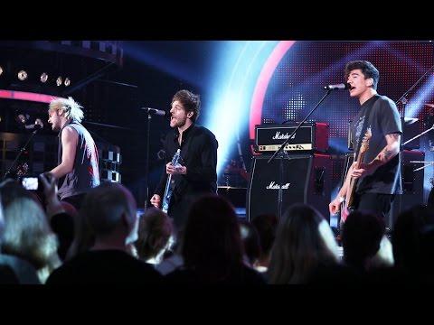 "5 Seconds Of Summer - ""Hey Everybody"" (Live @ Swedish Idol 2015) (TV4)"