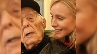 Kristen Bell Joins Elderly Man For Duet While Riding Out Hurricane Irma