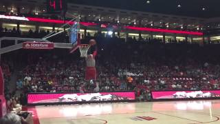 Lobo basketball: Sam Logwood dunk (pass from stands)