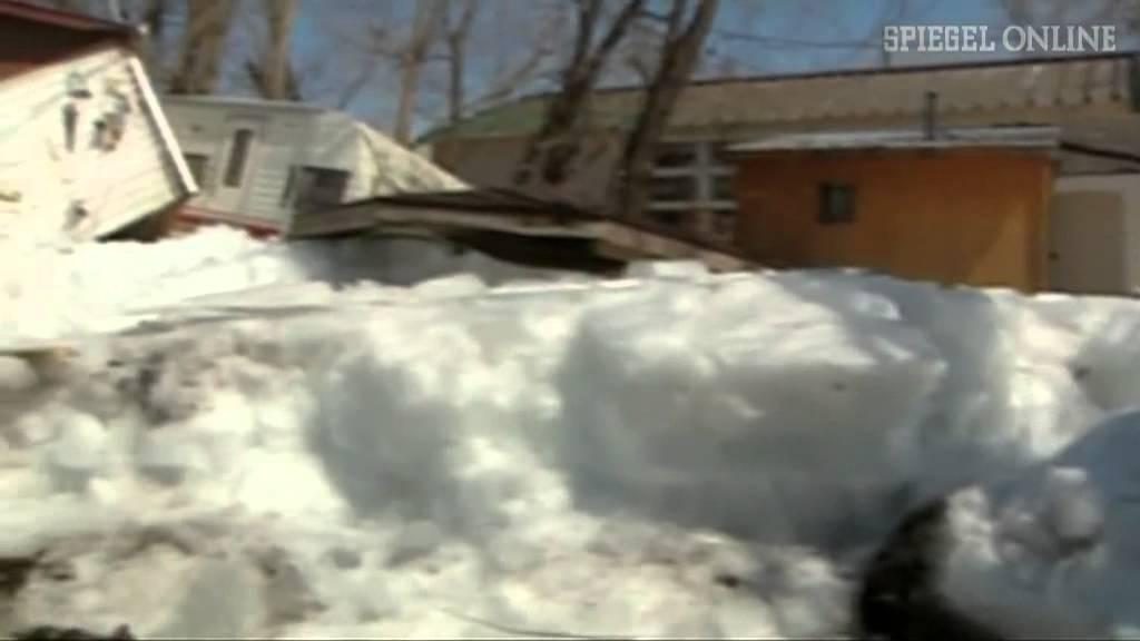 Wetterphänomen: Eiswalze zerstört mehrere Häuser - YouTube