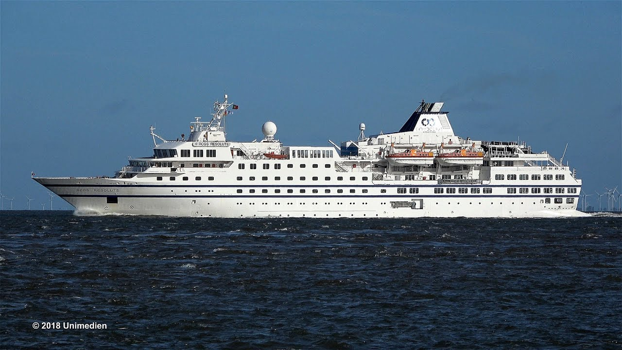Kriegsschiff Rammt Kreuzfahrtschiff