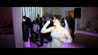 Невеста поет песню для любимого жениха (Самый Лучший)
