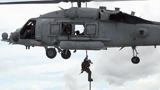 沖縄で海上船舶臨検(VBSS)訓練を行う米海兵隊(31MEU)