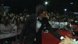 270209 lee min ho trips on red carpet walk 45th beaksang awards