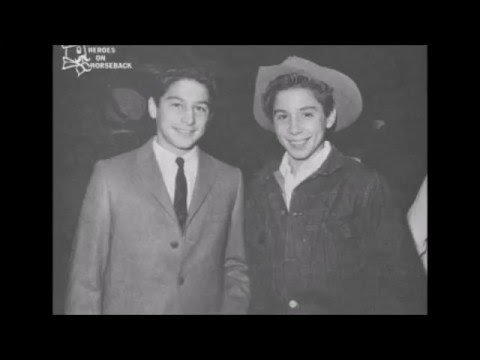 The Crawford Brothers (Johnny & Bobby) - You gotta wear Shoes
